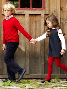 Back to School Outfits Vogue Enfants - love the coordinating colors and love red tights - would be cute for family pics Fashion Kids, Little Girl Fashion, Little Girl Style, Fashion Clothes, Trendy Fashion, Vintage Fashion, Amusement Enfants, Top Mode, Red Tights