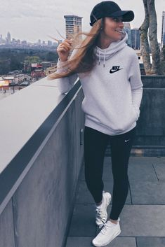 Cool 46 Cute Sporty Outfits Ideas Try This Fall Cute Sporty Outfits, Casual Fall Outfits, Sport Outfits, Winter Outfits, Summer Outfits, Casual Shoes, Hoodie Outfit Casual, Casual Athletic Outfits, Women's Casual