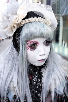 Japanese shironuri artist Minori on the street in Harajuku on a rainy day with a vintage and handmade look featuring net, lace, and hand-painted makeup. Japanese Streets, Japanese Street Fashion, Tokyo Fashion, Harajuku Fashion, Lolita Fashion, Fashion 2014, Vogue Fashion, Red Eye Makeup, White Makeup