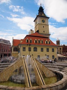 Town hall and city square in Brasov, Romania (photo by Bird Bird Bird Dean) Brasov Romania, Central And Eastern Europe, Town Hall, Plan Your Trip, Dean, Backpacking, Fountain, Scandinavian, Gypsy