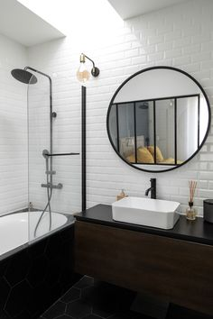 Discover recipes, home ideas, style inspiration and other ideas to try. Bathroom Toilets, Bathroom Renos, Bathroom Layout, Small Bathroom, Industrial Bathroom Design, Rustic Bathroom Designs, Bathroom Interior Design, Bathroom Inspiration, Interior Design Inspiration