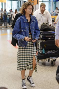 Kaia Gerber debuts a new shorter hairdo as she arrives in Rome : Trendy: The model looked in great spirits as she showed off her flair for fashion in an ov. Kaia Gerber, Celebrity Dresses, Celebrity Style, Spring Summer Fashion, Spring Outfits, Star Fashion, Fashion Outfits, Estilo Cool, Looks Street Style