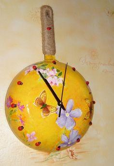 Часы-сковородка для кухни с окнами на север http://dcpg.ru/blogs/2800/ Click on photo to see more! Нажмите на фото чтобы увидеть больше! decoupage art craft handmade home decor DIY do it yourself