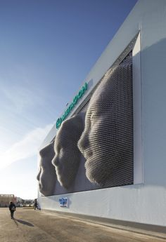 Creative Review - Spectators create giant 3D selfies at Sochi Games