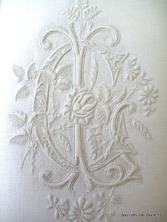 > LINGE ANCIEN/Exceptionnel m. - French antiques models and images Embroidery Monogram, White Embroidery, Ribbon Embroidery, Embroidery Patterns, Machine Embroidery, Vintage Monogram, Linens And Lace, Heirloom Sewing, Monogram Letters