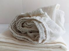 Linen SHEET SET in off-white with contrasting flax linen trim - softened linen top sheet, fitted sheet, 2 pillowcases - luxury linen bedding King Sheets, Bed Sheets, Deep Pocket Sheets, Bed Linen Design, Healthy Sleep, Sheet Sets, Linen Bedding, Off White, Contrast