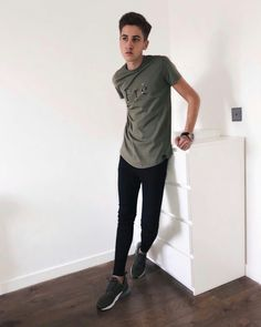 Super Skinny Jeans Boys — sexy black skinny jeans парень в очень узких. Superenge Jeans, Boys Jeans, Ripped Jeans, How To Look Skinnier, Mode Masculine, Black Skinnies, Super Skinny Jeans, Sexy, Tights