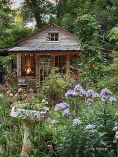 Jenny's adorable shed and gorgeous garden Living Vintage Cottage Garden Sheds, Diy Storage Shed, Wood Shed Plans, Barn Plans, Garage Plans, Simple Shed, Small Sheds, Living Vintage, Backyard Sheds