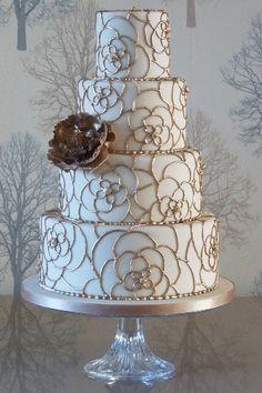 Metallic Wedding Cakes, Wedding Cakes With Flowers, Beautiful Wedding Cakes, Gorgeous Cakes, Pretty Cakes, Amazing Cakes, Gold Wedding, Metallic Cake, Flower Cakes