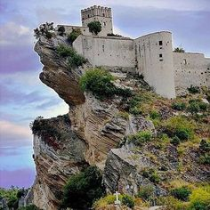 Castle of Roccascalegna Abruzzo Italy https://www.facebook.com/401047933371001/photos/a.511929882282805.1073741842.401047933371001/688737634602028/?type=3&theater https://www.facebook.com/alebadiqhse.alebadi