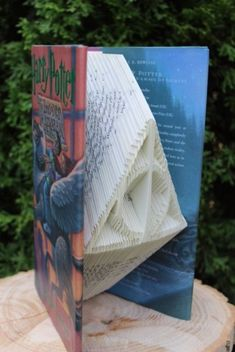 This used book has been folded into the Deathly Hallows. I love Harry Potter! (Why not Deathly Hallows book, though? Harry Potter Pictures, Harry Potter Jokes, Harry Potter Gifts, Harry Potter Fandom, Harry Potter World, Harry Potter Anime, Foto Gif, Yer A Wizard Harry, Harry Potter Wallpaper