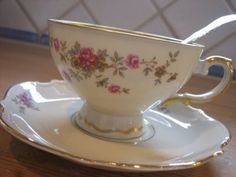 The perfect coffee cup. Porsgrund Porselen mid 50's Absolutly love it! Want more!
