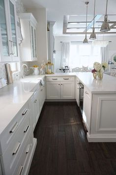 6 Beautiful White Kitchen Cabinets With White Countertops Image Dark Kitchen Countertops, White Cabinets White Countertops, Dark Wood Kitchen Cabinets, Dark Wood Kitchens, Wood Floor Kitchen, Wood Countertops, Floors Kitchen, White Kitchens, Kitchen White