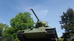 Mitte, 72 Jahre nach Kriegsende, einer  der Panzer der an der Befreiung Berlins beteiligt war.