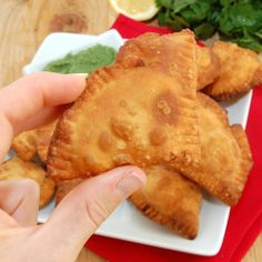 You are going to enjoy this Easy Homemade Indian Samosa Recipe! Indian Food Recipes, Vegetarian Recipes, Ethnic Recipes, Indian Foods, Indian Samosas, Chapati Recipes, Samosa Recipe, Pizza Bites, Frozen Peas