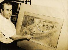 Diógenes Rebouças apresentando desenho do Estádio Fonte Nova, 17 de maio de 1969 Foto divulgação [Acervo CEAB/FAUFBA]