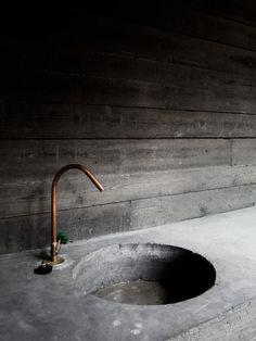 Concrete industrial sink for the Villa Kaplansky by B-architecten, Jeroen Verrecht Bathroom Interior, Modern Bathroom, Small Bathroom, Kitchen Interior, Master Bathroom, Bathroom Grey, Paint Bathroom, Copper Bathroom, Bathroom Sinks