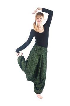 Haremsbyxor Windy - Härlig mörkgrön färg med retro mönster. Cool as a cucumber baby!