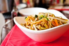 Light and Healthy Vegetarian Lo Mein - Lots of Vegitarian friendly recipies.
