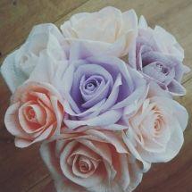 1185 Buchet trandafiri crepe pastelati Paper Flowers, Icing, Pastel, Rose, Plants, Cake, Pink, Tissue Flowers, Roses