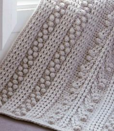 Chunky Crochet Blankets 50 FREE Crochet Blanket Patterns for you to try. Crochet Afghans, Crochet Cable, Crochet Quilt, Manta Crochet, Chunky Crochet, Crochet Pillow, Afghan Crochet Patterns, Crochet Home, Baby Blanket Crochet
