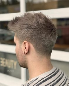 Picture of a perfect blend men's taper fade Mens Taper Fade, High Taper Fade, Long Fade, Hair And Beard Styles, Hair Styles, Bun Styles, Low Fade Haircut, Tapered Haircut Men, Low Fade Mens Haircut
