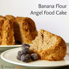 This light and fluffy angel food cake is grain, dairy and fat free! Banana flour gives it a wonderful texture (but won Paleo Dessert, Healthy Sweets, Gluten Free Desserts, Dessert Recipes, Angle Food Cake Recipes, Real Food Recipes, Baking Recipes, Flour Recipes, Free Recipes