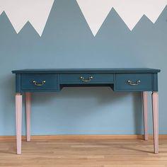 """Polubienia: 14, komentarze: 0 – Magda Jabłonowska (@mag.da.j) na Instagramie: """"Home office teraz na czasie, to takie biureczko zmalowałam 😉 Sprzedam.  #kokomowood #biurko…"""" Office Desk, Entryway Tables, Sweet Home, Furniture, Home Decor, Homemade Home Decor, Desk, House Beautiful, Home Furnishings"""