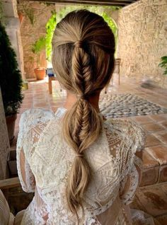 Pigtail braid Maria Pombo step by step and hairstyle is made of summer Boho Hairstyles, Pretty Hairstyles, Wedding Hairstyles, Wedding Braids, Pigtail Braids, Look Boho, Bridal Hair Pins, Hair Looks, Hair Inspiration