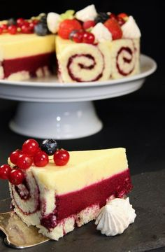 Lemon Berry The post Lemon-Berry-Delight Maren Lubbe Delicious Delicacies appeared first on Win Dessert. Lemon Recipes, Easy Cake Recipes, Sweet Recipes, Dessert Recipes, Dessert Ideas, Drink Recipes, Naked Cakes, Food Cakes, Tasty Dishes