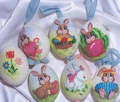 Rabbit; #artr #artist #artistic #artists #arte #dibujo #myart #artwork #illustration #graphic #colour #colorful #painting #drawing #paintings  #creativebeautiful  #followme #diy #iloveit  #handmade #paintedegg #easteregg #easter #eastergift  #blogger #instaart Guinea Fowl, Egg Shells, Easter Gift, Insta Art, Easter Eggs, Parrot, Folk Art, Fairy Tales, Hand Painted