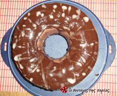 Απίστευτο αγγλικό κέικ σοκολάτας Greek Recipes, Vegan Recipes, Biscuits, Sweets Recipes, Desserts, Cooking Cake, Brownie Cake, Brownies, Different Recipes