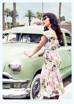 Pin-Up girl & Vintage Car. <3