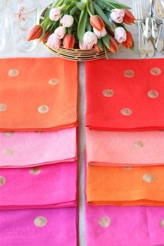 Confetti-Sprinkled Linen Napkins Over on Design Mom, brightly colored pieces of fabric were turned into napkins. Then with a little gold fabric paint, they were given a whole lot of pizzazz! http://www.designmom.com/2012/03/diy-confetti-sprinkled-linen-napkins/