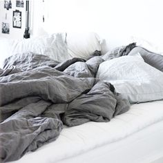bed is calling ✔ .. image via @paddingtonhouse .. ✖