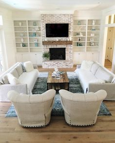 46 Amazing Small Living Rooms Ideas With Farmhouse Style 44 - TOPARCHITECTURE