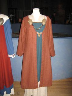 Viking Dress Reconstruction, Historiska Museet, Stockholm Female Viking, Viking Woman, Viking Dress, Viking Art, Costumes For Women, Larp, Archaeology, Stockholm, Ukraine