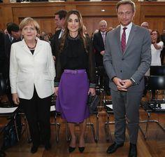 Queen Rania Photos - Queen Rania of Jordan Receives Walther-Rathenau Award - Zimbio