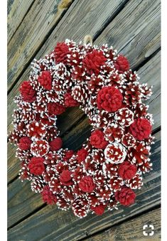 Christmas Wreath, Holiday Wreath, Pine Cone Wreath, Red and .- Christmas Wreath Holiday Wreath Pine Cone Wreath Red and Easy Christmas Crafts, Elegant Christmas, Noel Christmas, Christmas Projects, Simple Christmas, Christmas Gifts, Christmas Ornaments, Christmas Bowl, Christmas Ideas