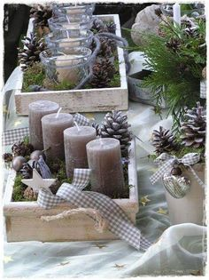 Wonderful idea to create a creative christmas wreath /// Tolle Idee für einen a Recycled Christmas Decorations, Christmas Centerpieces, Xmas Crafts, Xmas Decorations, Christmas Candles, Advent Candles, Noel Christmas, Country Christmas, Winter Christmas