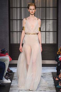 Noivas: as propostas desfiladas na semana de alta-costura - Vogue | News. Schiaparelli, alta-costura inverno 2016