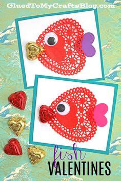 DIY Paper Doily Fish Valentine's Day Cards For The Classroom Paper Doily Heart Fish Valentines – Kid Craft Preschool Valentine Crafts, Kinder Valentines, Diy Valentines Cards, Valentines Day Activities, Valentines Crafts For Preschoolers, Printable Valentine, Homemade Valentines, Valentine Wreath, Valentine Box