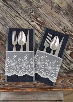 Sada 2 vrecúšok na príbory Mode, tmavomodré s čipkou Diy Arts And Crafts, Xmas Crafts, Crafts To Sell, Home Crafts, Cutlery Holder, Napkin Folding, Sewing Table, Sewing Rooms, Sewing Projects For Beginners