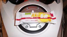 Aku Bar Enegry - přírodní energie pro vaše cesty  Některé reklamní slogany tvrdí, že jejich produkt je třeba energií sbalenou na cesty. Všichni už víme, že je to povětšinou jen ztužený tuk, kakaová chuť a aroma, konzervanty, aditiva a další průmyslové jedy za 9,90,- za kus.
