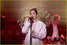lorde performs perfect places fallon 01