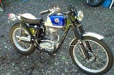 Bsa Motorcycle, Motorcycle Posters, Motorcycle Types, Triumph Motorcycles, Vintage Cycles, Vintage Bikes, Vintage Cars, British Motorcycles, Vintage Motorcycles