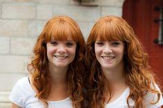 """Er is nieuwe hoop voor mensen met rood haar. Alleen al in ons land lopen miljoenen roodharigen rond. Een Nederlandse wetenschapper heeft een nieuw middel gevonden om roodharigheid te bestrijden. Eileen Venema kreeg vorig jaar te horen dat ze rood haar heeft. """"Op straat lopen mensen met een grote boog om me heen. Ze durven niet te vragen hoe het met me gaat. [...]"""