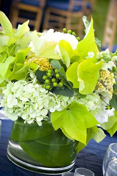 ✔ 21 greenery wedding table runners and centerpieces 00017 Green Wedding Centerpieces, White Centerpiece, Party Centerpieces, Flower Centerpieces, Arte Floral, Deco Table, Flowers Nature, Wedding Table, Wedding Ideas