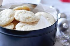 Gooey Vanilla Cookies with Duncan Hines French Vanilla Cake Mix. Don't we have this in the pantry? French Vanilla Cake, Vanilla Cake Mixes, Vanilla Cookies, Sugar Cookies, Cake Mix Cookies, Yummy Cookies, Cupcakes, Crispy Cookies, Homemade Cookies