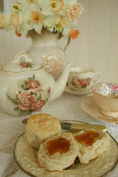dowager duchess of grantham china pattern tea set - Google Search